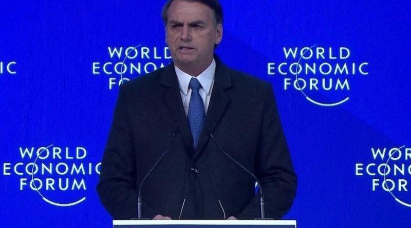 """""""Se ele errou eu vou lamentar como pai, mas ele terá que pagar"""", diz Bolsonaro sobre filho"""