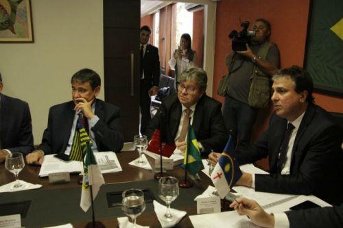 Governadores assinam carta contra decreto pró-armas de Bolsonaro e propõem novo projeto