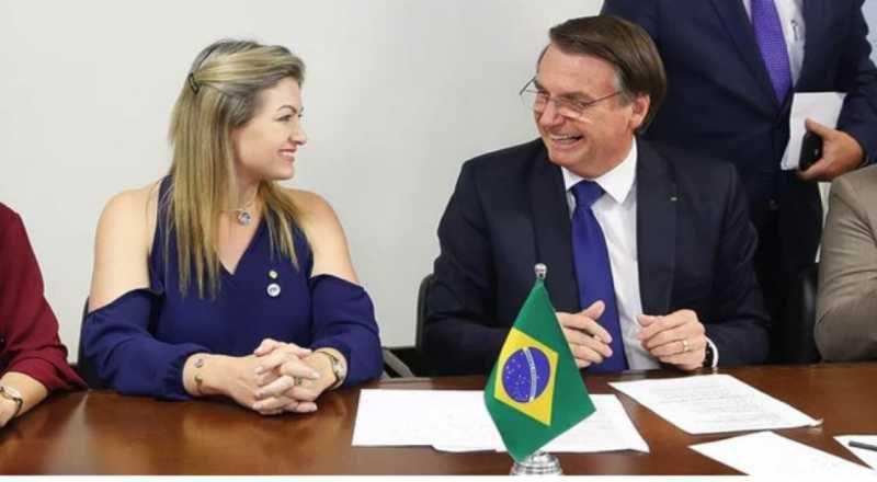 """Bolsonaro veta emenda do PT para transporte gratuito de bagagem: """"Eles gostam de pobre"""""""